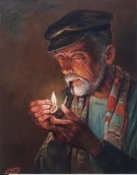 Viejo fumando en pipa