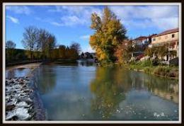 Río y presa