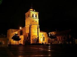 Colegiata San Miguel. Iluminada