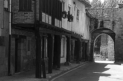 Barrio judío y Puerta de la Tobalina