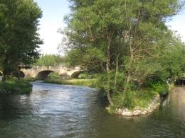 El río en la confluencia con el Cuérnago