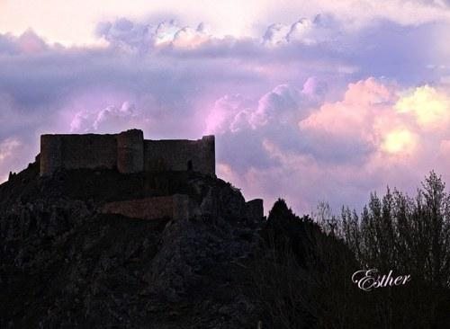 El Castillo vestido de malva