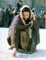Jesús escribiendo en la arena
