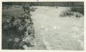 Alumnos junto al río
